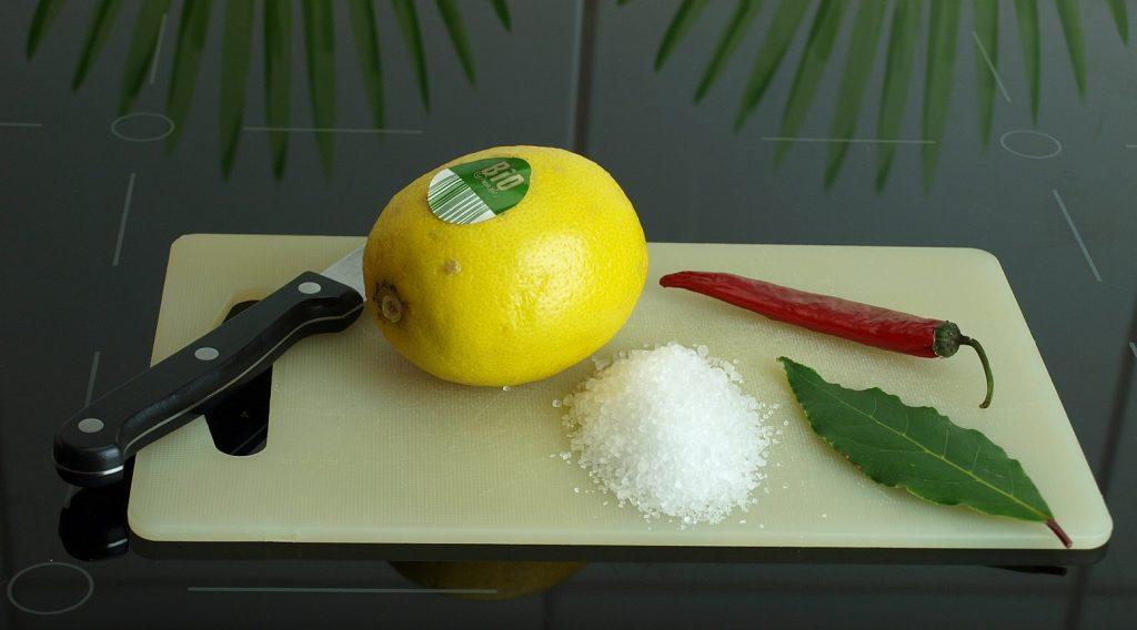 Eingelegte Zitrone Salz Gewürze