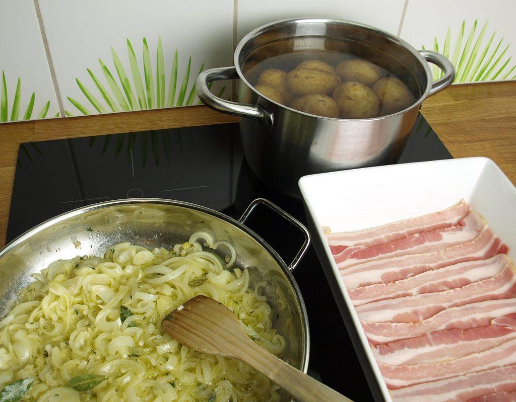 Zwiebel Pfanne Bacon Kartoffeln